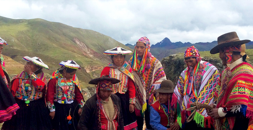 Group of visitors to Ananiso Canyon dressed in traditional Peruvian clothing