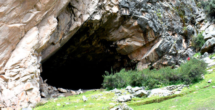 The entrance to a cave within Ananiso Canyon