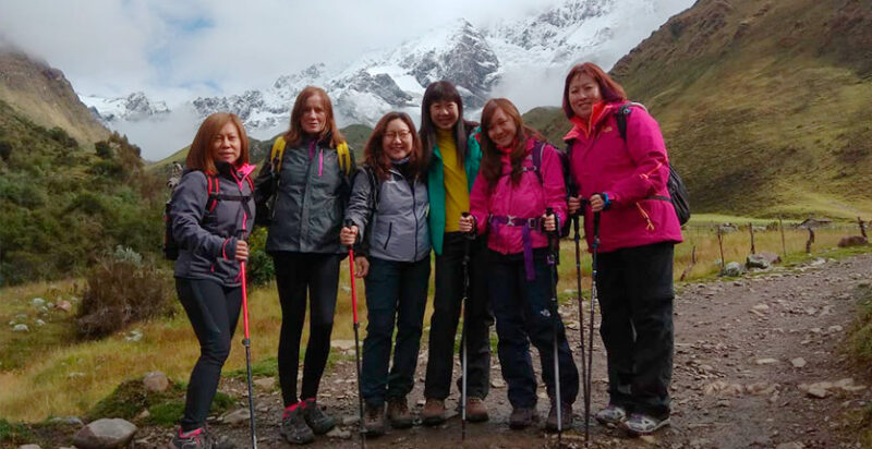 group of ladies trekking to the Humantay Lagoon